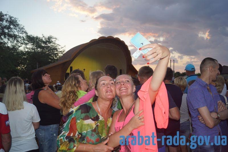 Виктор Павлик на концерте в Счастливцево отказался фотографироваться и раздавать автографы
