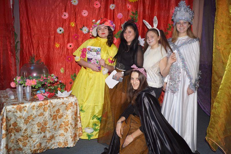 Счастливцевские дети отгадывали магические загадки и украшали елку
